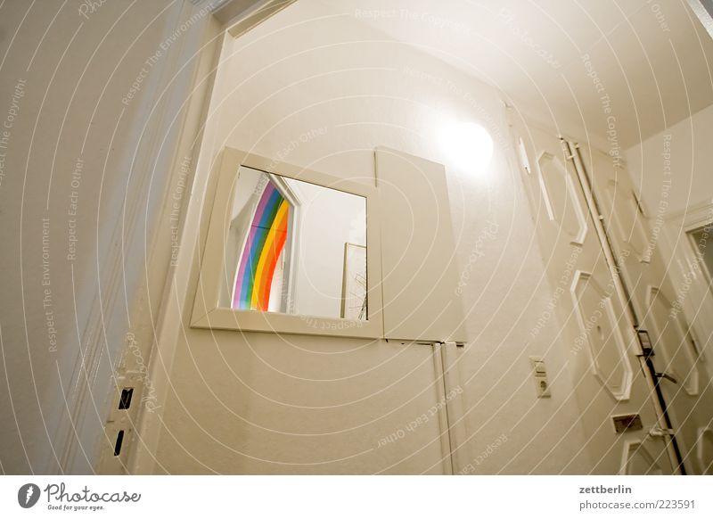 Regenbogen im Spiegel Wand Mauer Architektur Gebäude hell Raum Tür warten Wohnung Dekoration & Verzierung Innenarchitektur Häusliches Leben Bauwerk Eingang