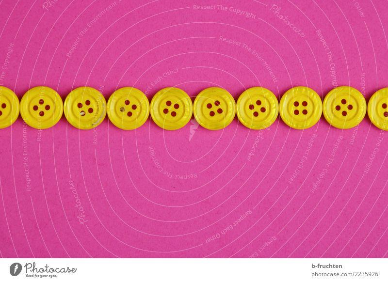 Knopfreihe Kunststoff Zeichen Kommunizieren einfach oben gelb violett rosa gewissenhaft Selbstbeherrschung Reihe Knöpfe Linie sorgfältig lückenlos Zusammenhalt
