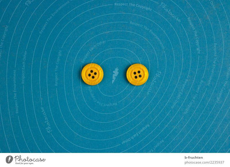 Look! Gesicht Auge Kunststoff beobachten Blick einfach blau gelb Gastfreundschaft achtsam Wachsamkeit Neugier Glaube Zufriedenheit gleich Knöpfe