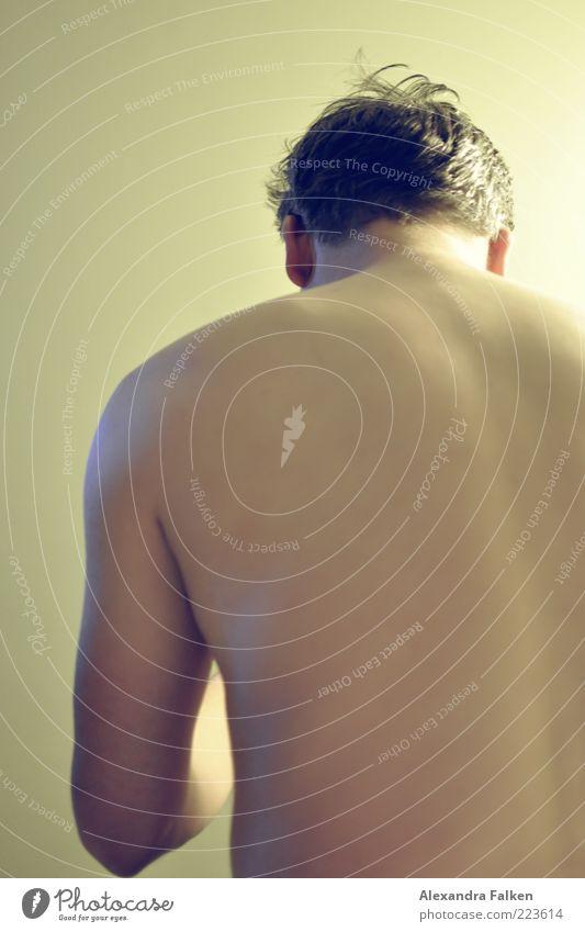 Malcesine 2010 II Mensch maskulin Mann Erwachsene Leben Körper Haut Rücken ästhetisch Oberkörper Farbfoto Gedeckte Farben Innenaufnahme Kunstlicht Licht