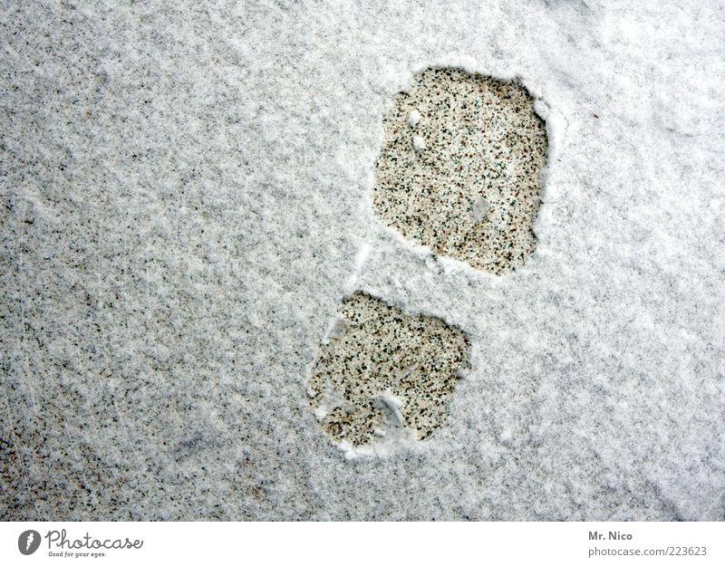 schuhgröße 42 Erde Winter Schnee kalt Fußspur Eis Jahreszeiten laufen Abdruck Spuren rechts Vogelperspektive Menschenleer Außenaufnahme Schneespur