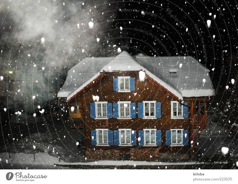 Kevin allein in ... weiß ruhig Haus Winter schwarz dunkel Schnee braun Stimmung Schneefall Eis Fassade Nebel Dach fantastisch Frost