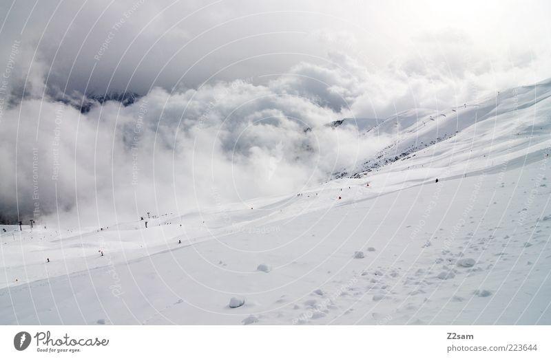 weiß in weiß Himmel Natur blau Ferien & Urlaub & Reisen Winter Wolken ruhig Ferne Schnee Berge u. Gebirge Landschaft grau Umwelt Stimmung Perspektive ästhetisch