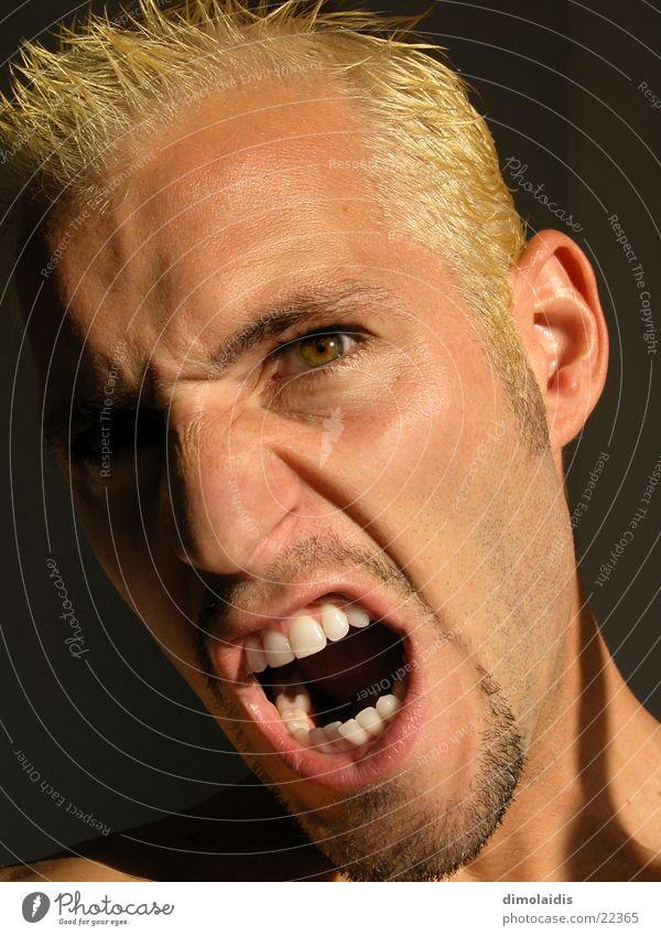 ich Wut Ärger schreien blond Bart Mann Mesch Kopf Nase Mund Auge Zähne