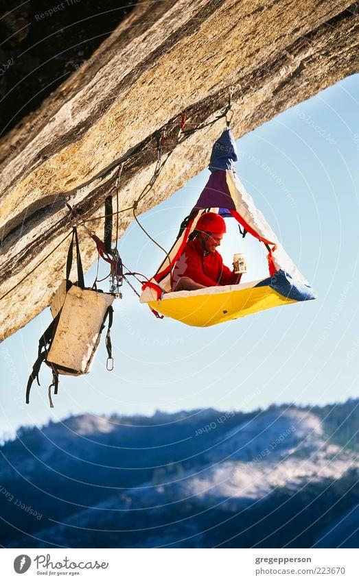 Mensch Mann Einsamkeit Erwachsene Leben Sport Freiheit Berge u. Gebirge hoch Abenteuer Seil gefährlich Sicherheit Schutz Klettern 18-30 Jahre