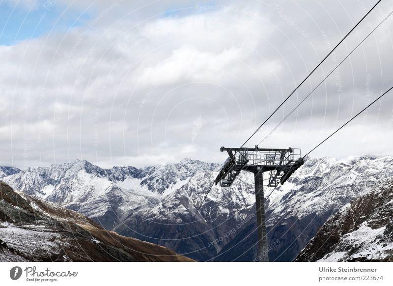 Aufzug alpin Wolken Winter Ferne kalt Berge u. Gebirge Felsen Alpen Stahlkabel Schneebedeckte Gipfel Säule aufwärts Österreich Personenverkehr Gletscher