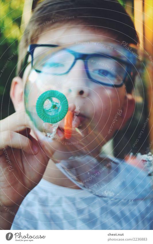 Seifenblasenträume Kind Mensch Ferien & Urlaub & Reisen grün Freude Gesicht Leben Junge Glück Freiheit Kopf orange Stimmung Zufriedenheit maskulin träumen