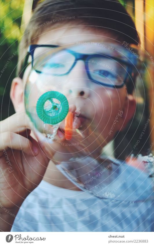 Seifenblasenträume Mensch maskulin Kind Junge Kopf Gesicht 1 8-13 Jahre Kindheit frisch saftig grün orange Stimmung Freude Glück Fröhlichkeit Zufriedenheit