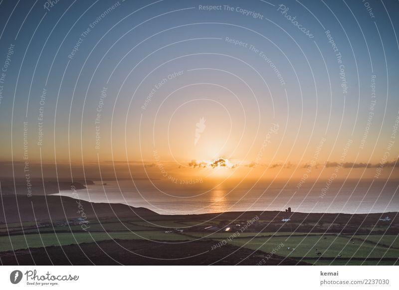 Sonnenuntergang vor der kornischen Küste Himmel Natur Ferien & Urlaub & Reisen schön Landschaft Meer Erholung Wolken ruhig Ferne Wärme Freiheit Ausflug