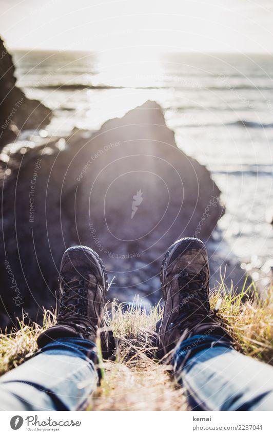 Wanderfüße Mensch Natur Ferien & Urlaub & Reisen Landschaft Meer Erholung ruhig Wärme Leben Lifestyle Küste Gras Fuß Freiheit Felsen Ausflug