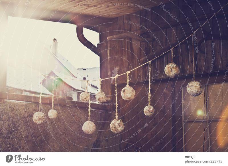 10, 9, 8, 7, 6, 5, 4, 3, 2, 1... alt Haus Fenster Dekoration & Verzierung Kugel Dorf Schmuck Hütte hängen Morgen Nähgarn aufhängen Blendenfleck Lichteinfall