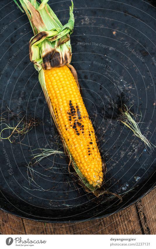 Gerösteter Mais auf dem Grill Gemüse Ernährung Vegetarische Ernährung Sommer frisch heiß lecker gelb gold grillen gebraten Grillrost Lebensmittel Kolben