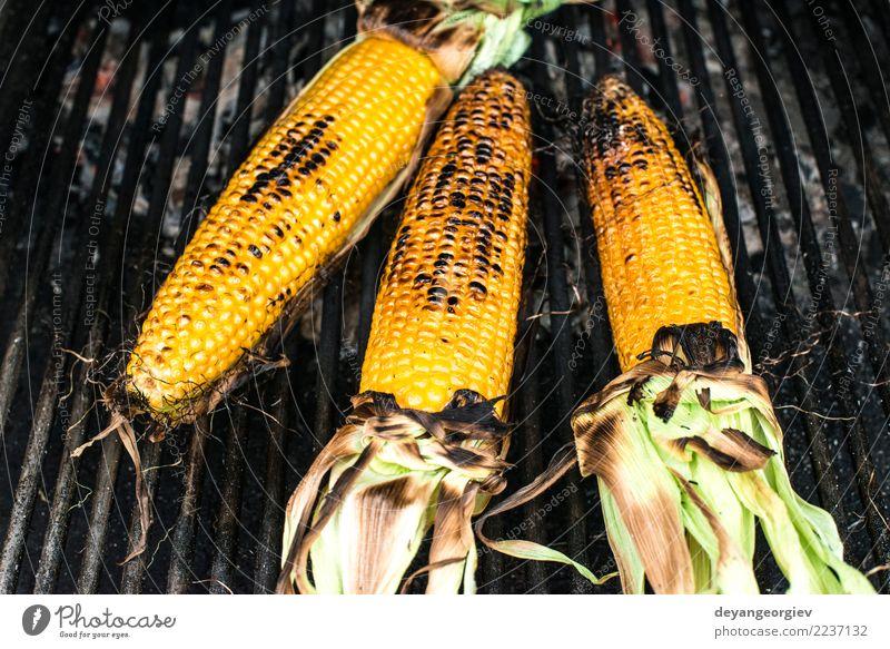 Gerösteter Mais auf dem Grill Gemüse Sommer frisch heiß lecker gelb Grillrost gebraten grillen Barbecue süß Lebensmittel Kolben Essen zubereiten Gesundheit