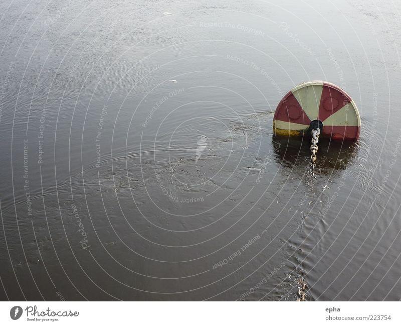 Gestrandet in Skt. Petersburg Wasser Winter Fluss Newa Menschenleer Ankerkette Boje stehen Willensstärke Vertrauen Sicherheit Verlässlichkeit ruhig Ausdauer