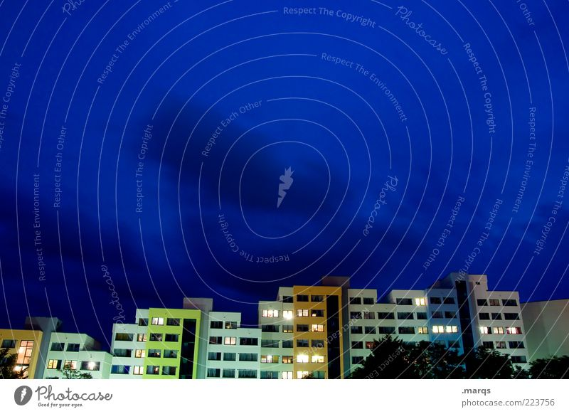 Siedlung Stadt grün blau gelb Farbe Architektur Gebäude Beleuchtung Fassade Hochhaus Lifestyle modern einzigartig Häusliches Leben Belichtung eckig