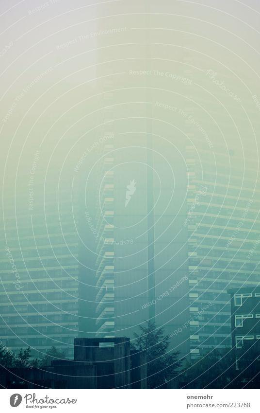 Disappearing Skyscraper Klima schlechtes Wetter Nebel Stadt Menschenleer Hochhaus Bauwerk Gebäude Architektur Fassade Beton Glas atmen bedrohlich gigantisch