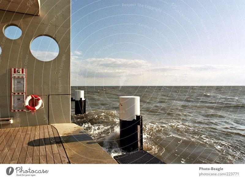 Pier Wasser Meer Ferien & Urlaub & Reisen Wellen Wind Ostsee Anlegestelle Deutschland Brandung Gischt Rettungsring ankern Meerwasser Brücke Aktion