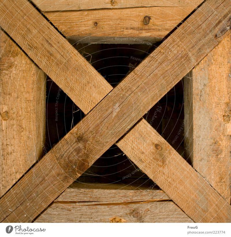 Balkenkreuz alt Holz braun Sicherheit Dach fest Kreuz historisch Handwerk Dachgebälk Kontinuität