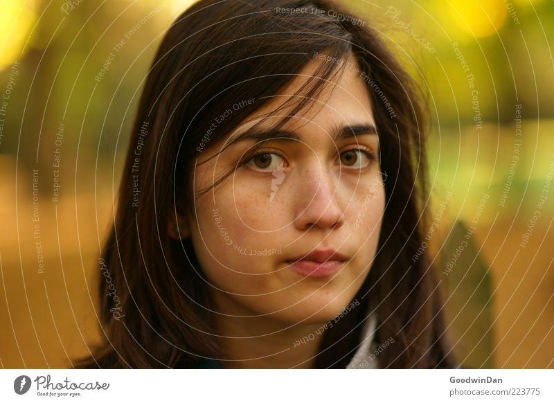 müde Frau Mensch Jugendliche schön ruhig kalt feminin Gefühle Kopf Haare & Frisuren Stimmung Erwachsene Zufriedenheit warten natürlich