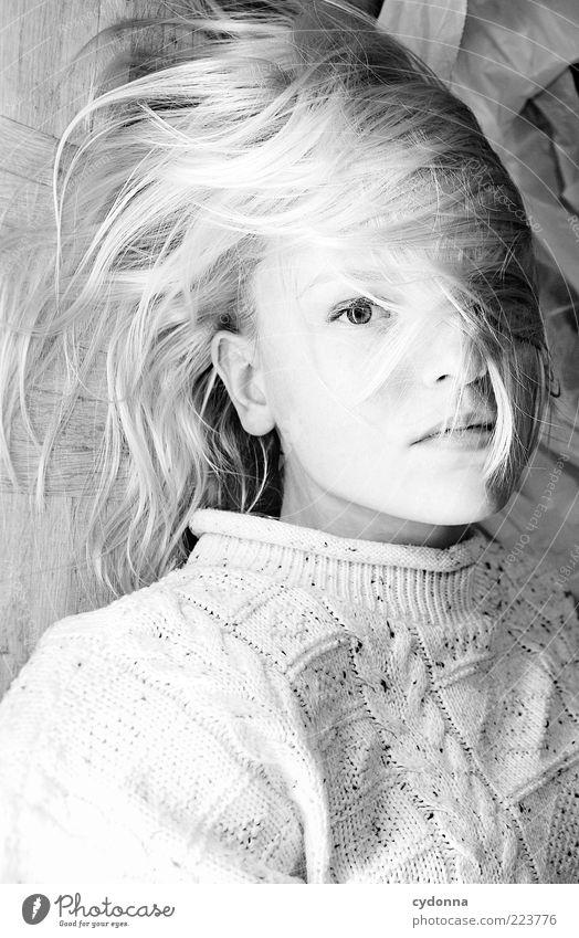 SW Mensch Jugendliche schön Gesicht ruhig Auge Leben Erholung feminin Gefühle Stil Haare & Frisuren träumen Erwachsene blond elegant