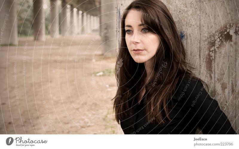 #223796 schön Frau Erwachsene Leben 1 Mensch 18-30 Jahre Jugendliche brünett langhaarig beobachten Denken Erholung Blick träumen Traurigkeit natürlich feminin