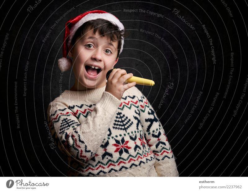 Kind, das Weihnachtslied an Weihnachten singt Mensch Weihnachten & Advent Freude Lifestyle lustig Gefühle Bewegung Feste & Feiern Party maskulin Kindheit Musik