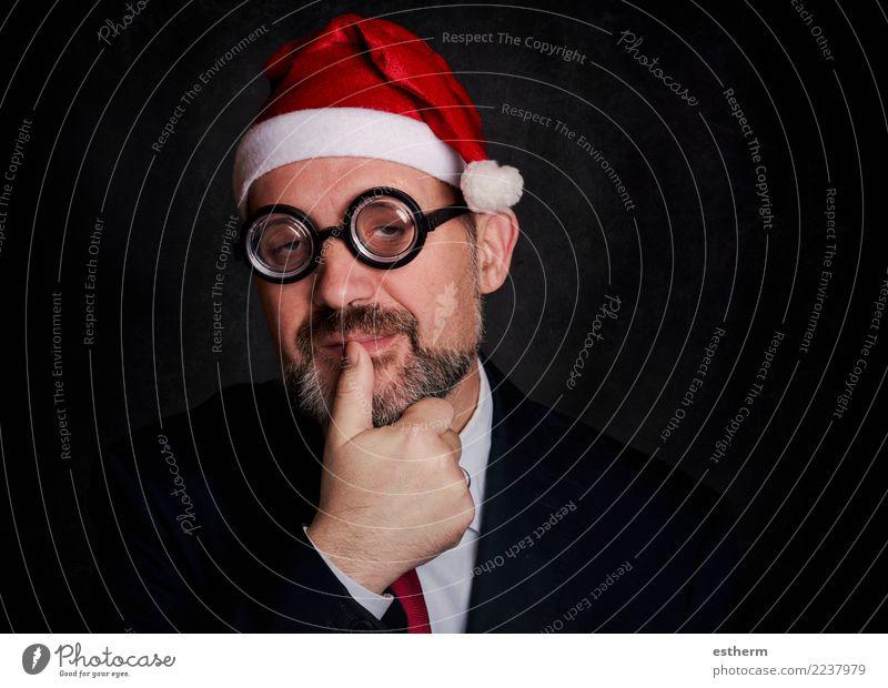 lustiger Mann zu Weihnachten auf schwarzem Hintergrund Mensch Jugendliche Weihnachten & Advent Junger Mann Freude Erwachsene Lifestyle Feste & Feiern Party