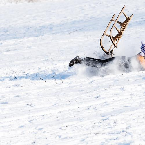 Hals- und Beinbruch Kind Freude Winter kalt Schnee Spielen Glück wild Freizeit & Hobby Eis Angst gefährlich Geschwindigkeit Lebensfreude Schönes Wetter Frost