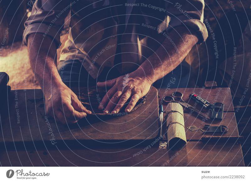 Hauptroller Zufriedenheit ruhig Handarbeit Tisch Arme Kultur Wärme Armut authentisch dunkel einzigartig braun Vergangenheit Zeit Kuba Flair rollen Produktion