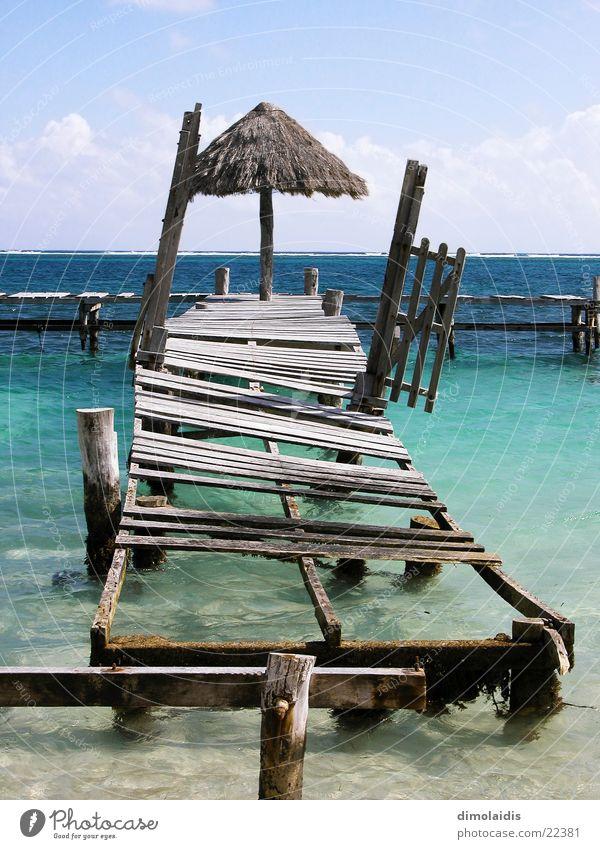 reif für die insel Cancun Meer Strand Steg Holz Horizont Wolken türkis Ferien & Urlaub & Reisen Mexiko Kuba Sand Paradies Regenschirm Wasser Sonne Himmel blau