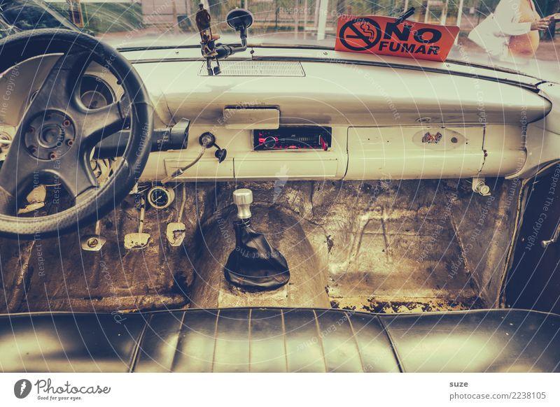 Beinfreiheit Lifestyle Rauchen Ferien & Urlaub & Reisen Abenteuer Verkehrsmittel Personenverkehr PKW Taxi Oldtimer Schilder & Markierungen Hinweisschild