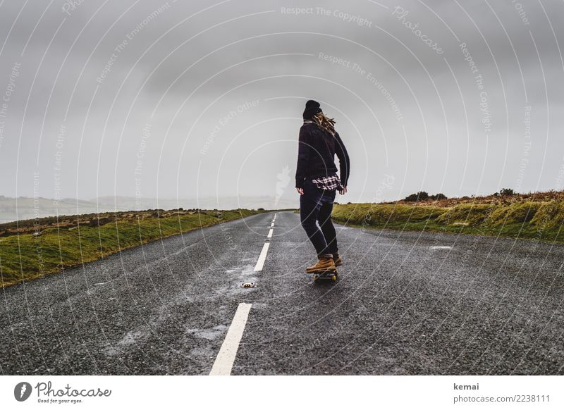 Explore moor. Mensch Himmel Ferien & Urlaub & Reisen Jugendliche Junge Frau Wolken Ferne Erwachsene Straße Leben Lifestyle feminin Stil Gras Glück Spielen