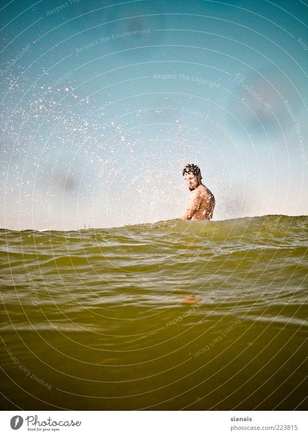hardcore Mensch Mann Jugendliche Ferien & Urlaub & Reisen Sommer Meer Freude Erwachsene Ferne Leben kalt Bewegung Wellen Kraft Schwimmen & Baden maskulin