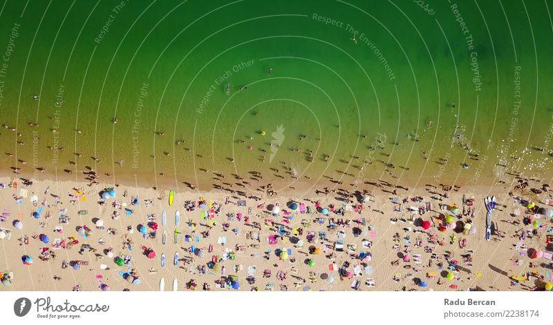 Luftaufnahme von Menschen, die Spaß am Cascais Beach haben. Lifestyle Schwimmen & Baden Ferien & Urlaub & Reisen Tourismus Abenteuer Freiheit Sommer