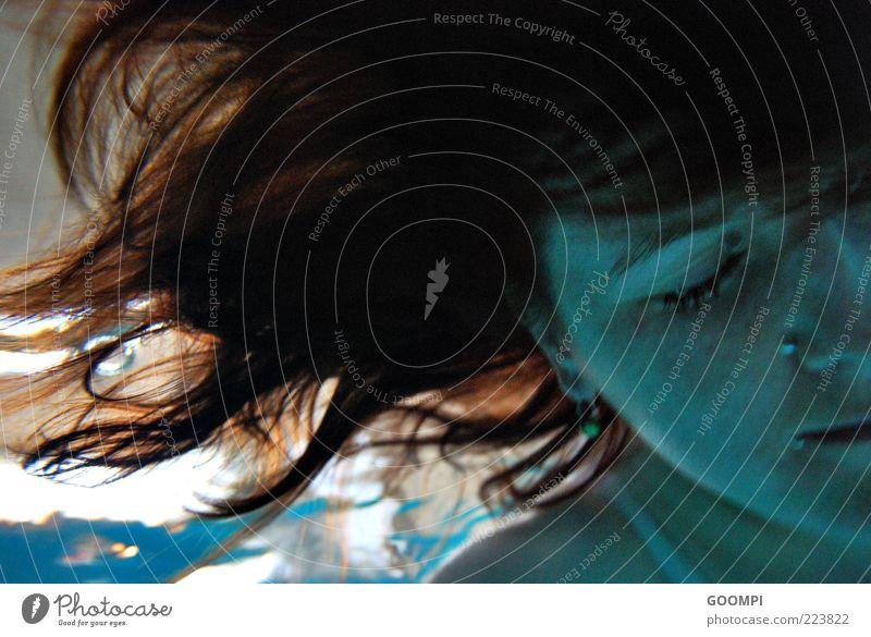 Schlumpf? feminin Haare & Frisuren Gesicht 1 Mensch tauchen träumen blau Stimmung Farbfoto Unterwasseraufnahme Porträt Tag