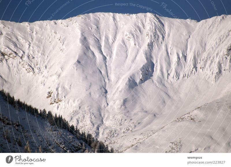 Extreme Lawinengefahr Umwelt Natur Landschaft Wetter Schönes Wetter Felsen Alpen Berge u. Gebirge Gipfel Schneebedeckte Gipfel gigantisch groß