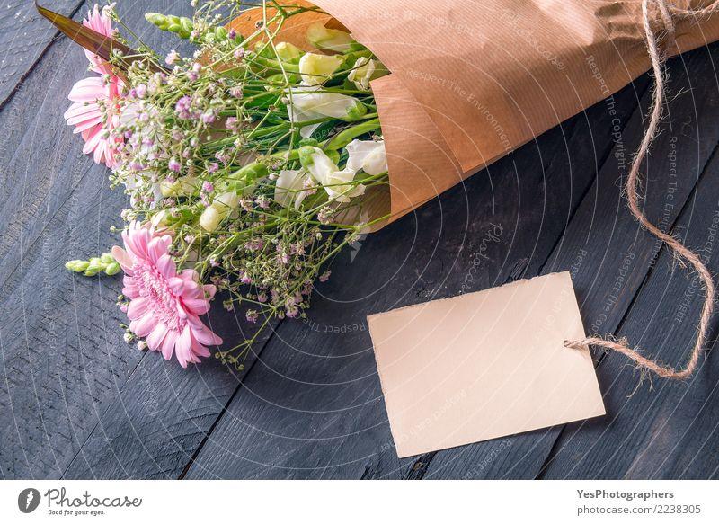 Mitteilungskarte und ein Blumenstrauß Liebe Gefühle Feste & Feiern Design Textfreiraum Freundschaft Kreativität Geburtstag Fröhlichkeit Romantik Postkarte