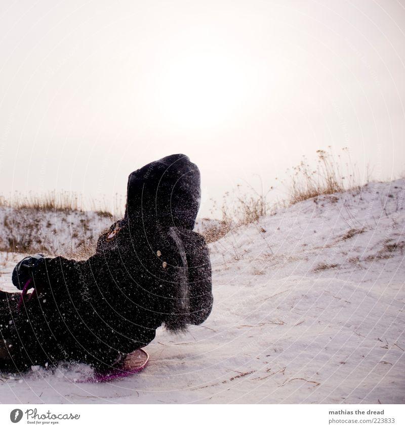 RUTSCHPARTIE Freizeit & Hobby Rodeln Wintersport Mensch maskulin Kindheit 1 Umwelt Natur Himmel schlechtes Wetter Schnee Schneefall Gras Sträucher Wiese Feld