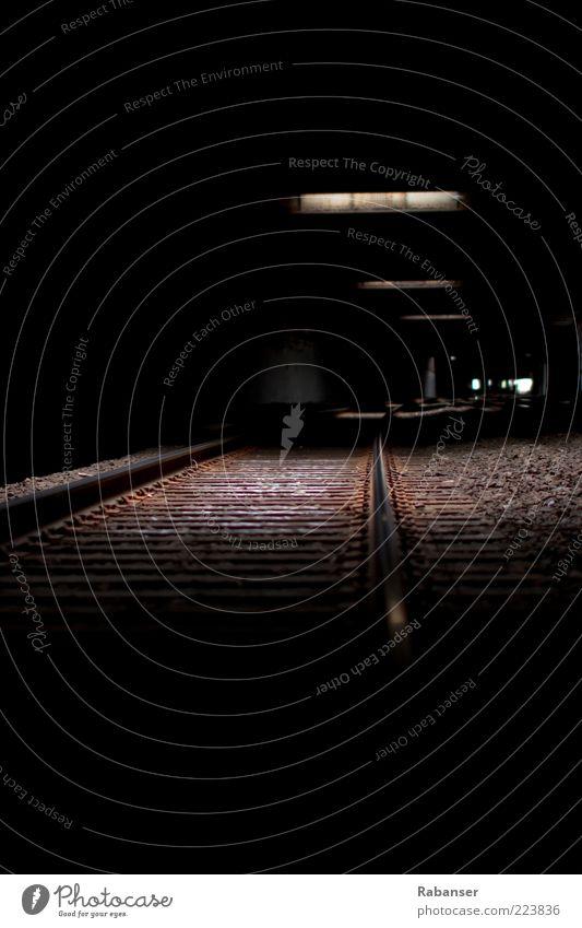 Freedom Tunnel alt schwarz dunkel Wand Mauer Stein braun dreckig groß Verkehr USA trocken gruselig Gleise Verkehrswege