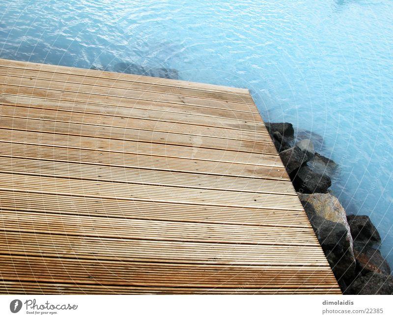 azur Steg Holz azurblau Island Blaue Lagune Heisse Quellen Holzbrett Stein Wasser milchig