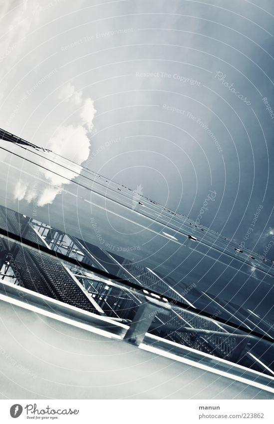 Glasfassade Limestor Himmel Wolken kalt Architektur Gebäude Metall hell elegant Glas Fassade Design Perspektive ästhetisch modern Schutz