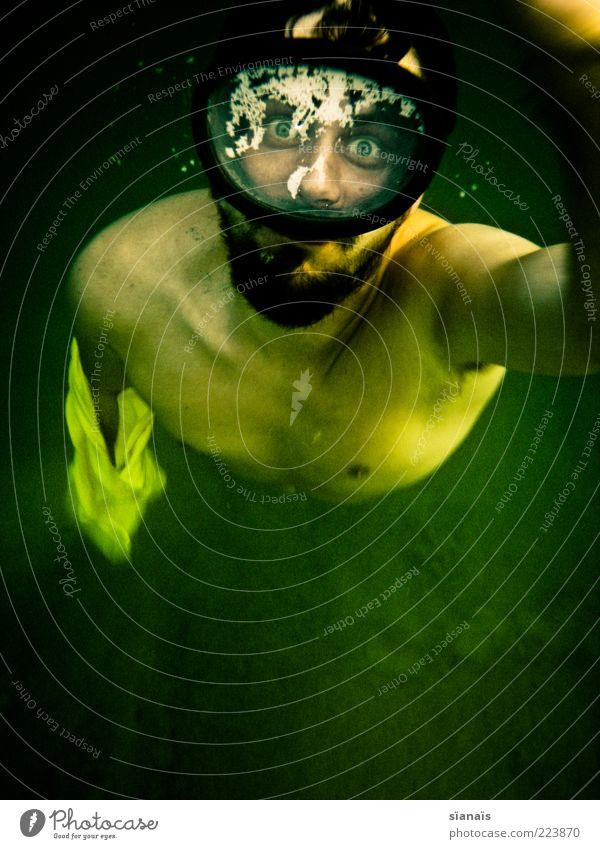 tiefenrausch Mensch Mann Jugendliche Wasser grün Ferien & Urlaub & Reisen Sommer Erwachsene träumen Angst Schwimmen & Baden maskulin gefährlich verrückt bedrohlich tauchen