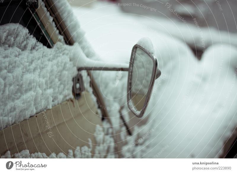 spieglein, spieglein alt weiß Winter kalt Schnee PKW Eis Frost retro Spiegel Fahrzeug frieren Oldtimer Verkehrsmittel verdreht Seitenspiegel