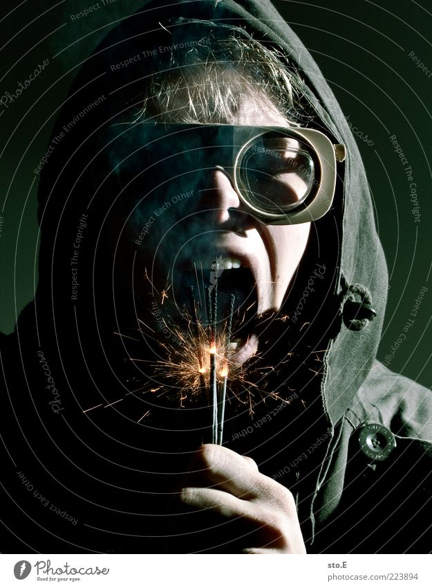 I want candy Mensch Jugendliche Arbeitsbekleidung Schutzbekleidung Jacke Brille Angst bizarr Frustration geheimnisvoll Rätsel Surrealismus Silvester u. Neujahr