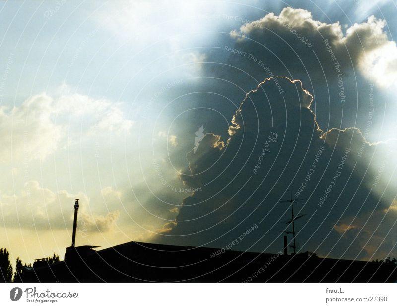 WolkenDrama Himmel Natur Stadt Sonne dunkel Dach dramatisch