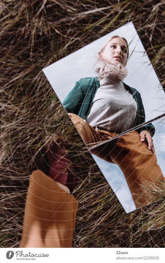 spieglein, spieglein...... Natur Jugendliche Junge Frau schön grün Landschaft 18-30 Jahre Erwachsene Lifestyle Herbst Wiese feminin Stil Mode braun modern