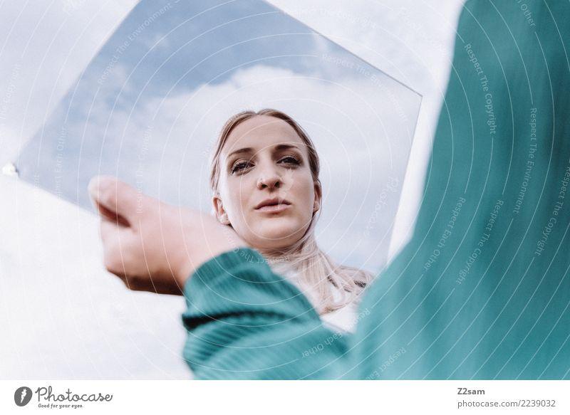 spieglein, spieglein.... Lifestyle elegant Stil feminin Junge Frau Jugendliche 18-30 Jahre Erwachsene Himmel Herbst blond langhaarig festhalten träumen schön