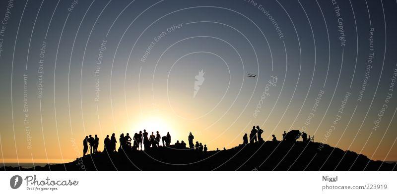 Dunajam Mensch Leben Menschengruppe Menschenmenge Himmel Wolkenloser Himmel Sonne Sonnenaufgang Sonnenuntergang Sommer Schönes Wetter Hügel Farbfoto