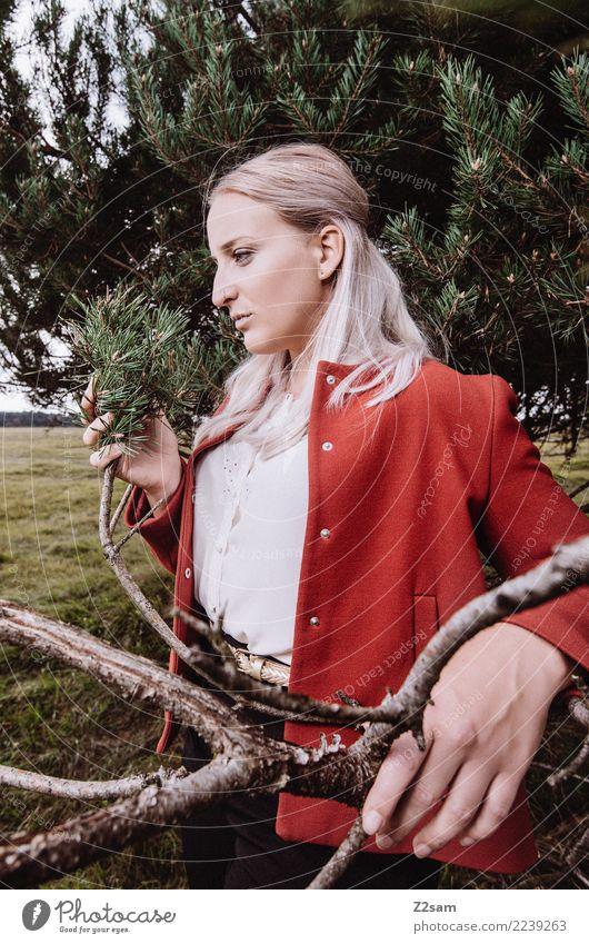 AUTUM 2017 Natur Jugendliche Junge Frau schön grün Landschaft Baum rot Wald 18-30 Jahre Erwachsene Lifestyle Herbst Stil Mode träumen