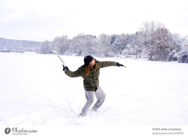 Schneedynamik Mensch Mann Erwachsene Arme 1 30-45 Jahre Natur Winter Stock Feld Jacke langhaarig werfen schön einzigartig kalt weiß Farbfoto Außenaufnahme